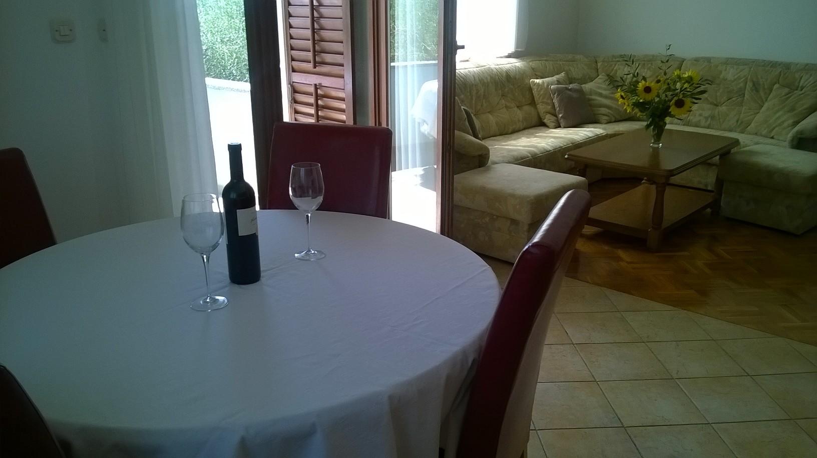 apartment table punta skala petrcane zadar holiday rent