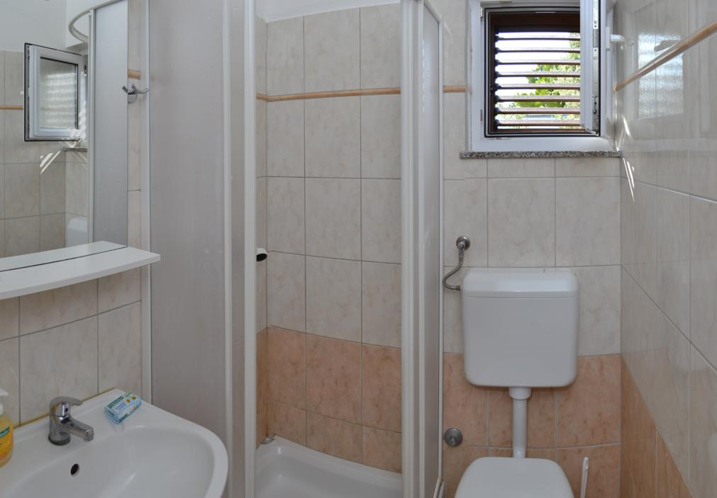 apartment bathroom punta skala petrcane zadar holiday rent